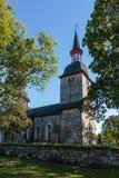 Gammal kyrka med träd royaltyfria foton