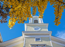 Gammal kyrka och nytt arkiv Royaltyfria Bilder