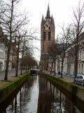 Gammal kyrka (Oude Kerk), delftfajans, Nederländerna Royaltyfri Fotografi