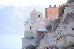 Gammal kyrka på ön av Santorini Arkivfoto