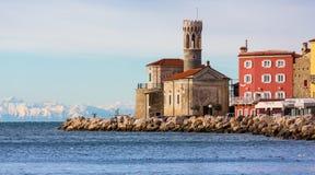 Gammal kyrka på pir i Piran, Slovenien Royaltyfria Bilder