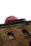 Gammal kyrklig facade Arkivfoton