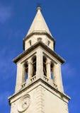 Gammal kyrklig kyrktorn i Budva, Montenegro Royaltyfri Foto