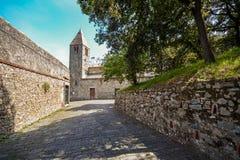 Gammal kyrklig San Nicolo dell'isola i Sestri Levante, Liguria Italien Arkivfoto