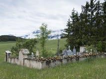 Gammal kyrkogård i fransk region av haute provence royaltyfri foto