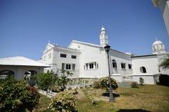 Gammal kyrkogård på Abidin Mosque i Kuala Terengganu, Malaysia Royaltyfri Foto