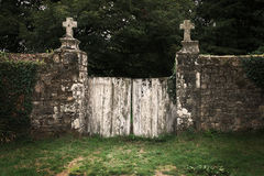 Gammal kyrkogårdport Royaltyfri Fotografi