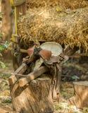 Gammal lädersadel med den flätad tråden Royaltyfri Fotografi