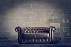 Gammal lädersoffa Royaltyfri Fotografi