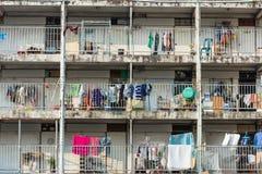 Gammal lägenhet i slumkvarteret fotografering för bildbyråer