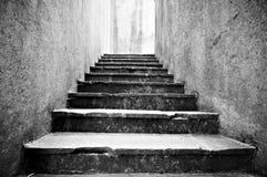 Gammal läskig stentrappa Fotografering för Bildbyråer