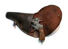 Gammal laddad revolver i en pistolhölster Arkivfoto