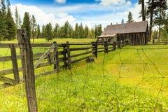 Gammal ladugård i Kalifornien Fotografering för Bildbyråer