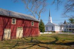 Gammal ladugård och kyrka Royaltyfri Foto