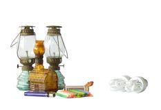 Gammal lampa och elektrisk lampa Royaltyfria Foton
