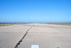 gammal landningsbana för flygplats fotografering för bildbyråer