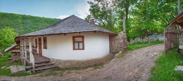 Gammal lantgård i Moldavien Royaltyfri Foto