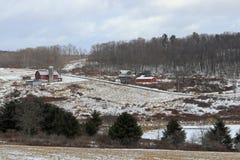 Gammal lantgård i vinter Royaltyfri Bild