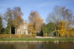 Gammal lantgård mellan De Meern och Harmelen i Nederländerna Royaltyfri Bild