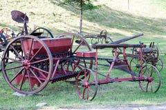Gammal lantgårdjordbrukutrustning Arkivbild
