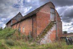 Gammal lantgårdspannmålsmagasin, England Royaltyfri Fotografi