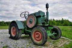 Gammal lantgårdtraktor Royaltyfria Foton