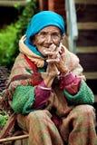 Gammal lantlig indisk kvinna Arkivfoton
