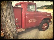 gammal lastbil för brand Arkivbild