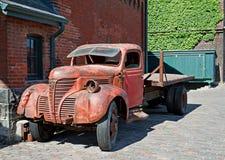 gammal lastbil för byggnader Arkivbilder