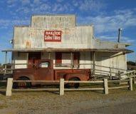 Gammal lastbil för historisk station för stångväg Royaltyfria Bilder