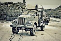 Gammal lastbil i berg Royaltyfria Foton