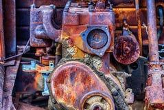 Gammal lastbilmotor som ut rostas Fotografering för Bildbyråer