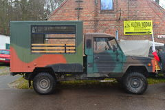 Gammal lastbilTarpan för polsk armé 4wd Honker Arkivfoton
