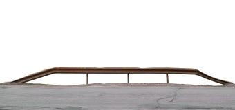 Gammal åldrig riden ut stång, isolerad Rusty Bent Metallic River Creek Bridge räckepanorama, rostad Grungy grov asfaltbeläggning  Royaltyfri Foto
