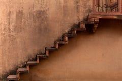 Gammal leratrappuppgångtempel i Fatehpur Sikri komplexa Rajasthan Indien fotografering för bildbyråer