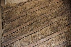 Gammal leravägg, bräden, textur Arkivbilder