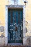Gammal Lisbon dörr Royaltyfri Bild
