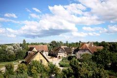 gammal liten by för land Arkivfoton