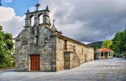 Gammal liten kyrka i Vila Pouca de Aguiar arkivbilder