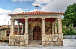 Gammal liten kyrka i Vila Pouca de Aguiar arkivfoto