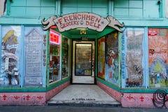 Gammal livsmedelsbutik i den franska fjärdedelen av New Orleans Arkivbilder