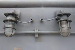 Gammal ljus kula på betongväggen Fotografering för Bildbyråer