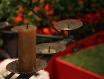 Gammal ljusstake med bruna stearinljus Royaltyfri Fotografi