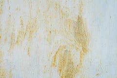 Gammal målad metall som startade att rosta bakgrund Arkivfoto