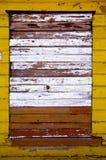Gammal målad och cracked trävägg Royaltyfria Bilder