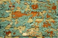 Gammal målad tegelstenvägg. Royaltyfria Bilder