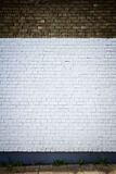 Gammal målad vit för tegelstenvägg Royaltyfri Foto