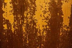 Gammal målad yttersida med slitning och sprickor Arkivbild