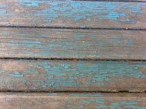 gammal målarfärg på brädebakgrundsblått Royaltyfri Foto