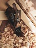 Gammal manuell trähyvlarehandtool arkivbild
